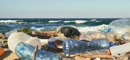 Plast Paa Stranda